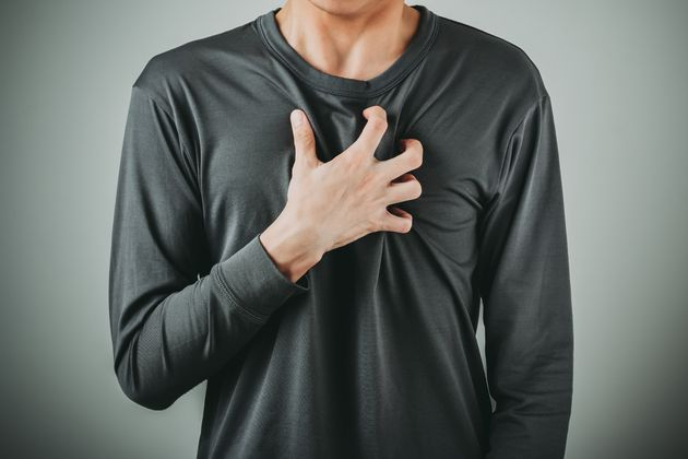 Acommon warning symptom of a heart attack for both men and women isdiscomfort in the centre...