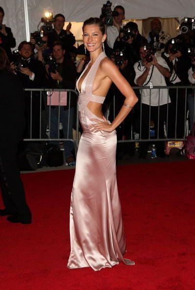 <p>Gisele Bundchen in Versace, 2008.</p>