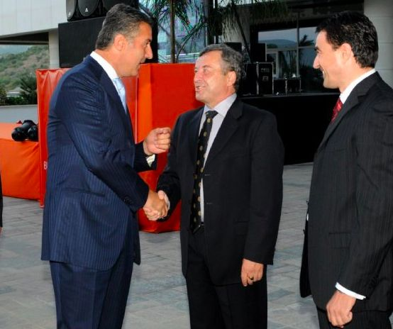 Milo Djukanovic (left) with Veselin Vukotic (center).