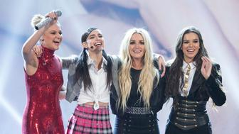 DISNEY CHANNEL PRESENTS THE 2017 RADIO DISNEY MUSIC AWARDS - Grammy Award-winning pop superstar Britney Spears was honored with the 2017 RDMA 'Icon' Award in recognition a career and music that has been loved by generations of Radio Disney fans. 'Disney Channel Presents the 2017 Radio Disney Music Awards' airs Sunday, April 30 (7:00 p.m. EDT). (Image Group LA/Disney Channel via Getty Images) KELSEA BALLERINI, SOFIA CARSON, JAMIE LYNN SPEARS, HAILEE STEINFELD
