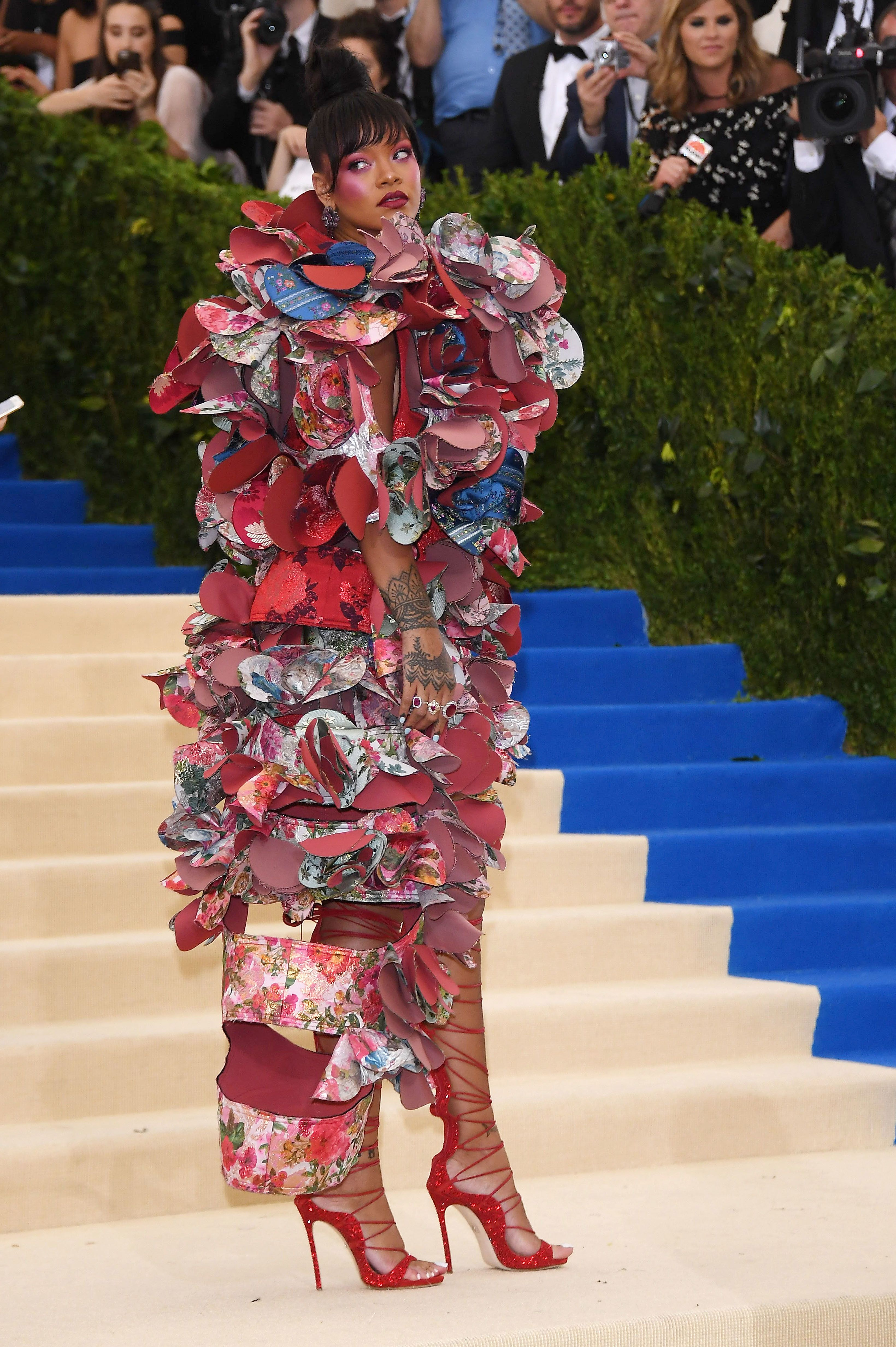 NEW YORK, NY - MAY 01:  Rihanna attends the Rei Kawakubo/Comme des Garcons: Art Of The In-Between Costume Institute Gala at Metropolitan Museum of Art on May 1, 2017 in New York City.  (Photo by Venturelli/WireImage)