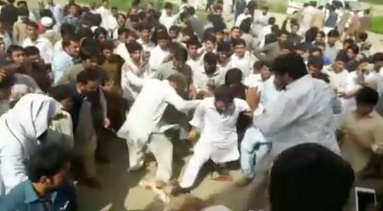 Mob beats the body of Mashal Khan