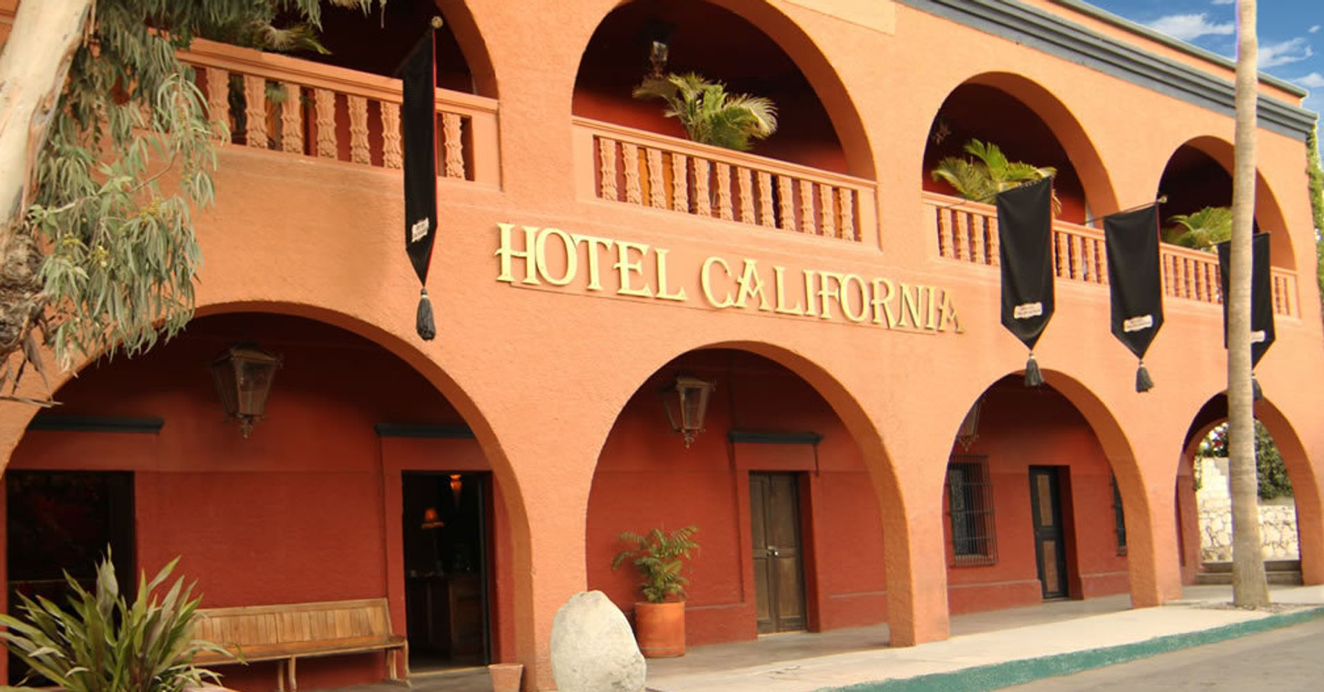 The eagles sue hotel california huffpost for Hotel california