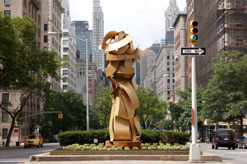 Albert Paley, <em>Envious Composure</em>, 2013, steel, 556 x 229 x 213 cm.