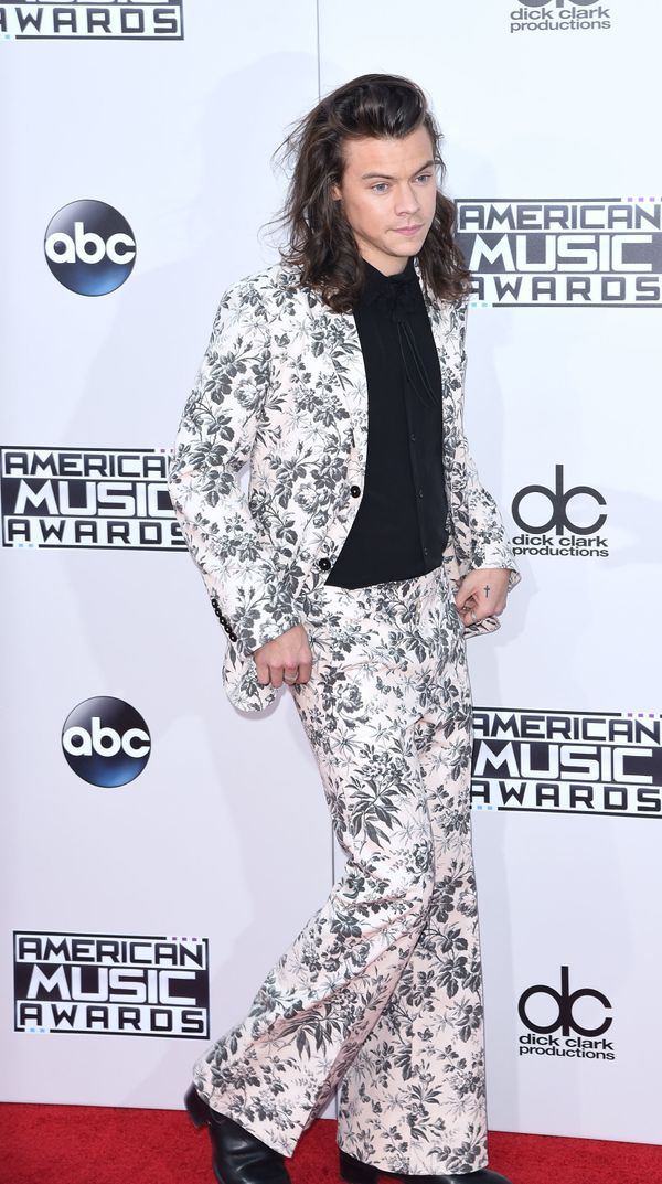 Exemplifying suit goals at the American Music Awards in November 2015.