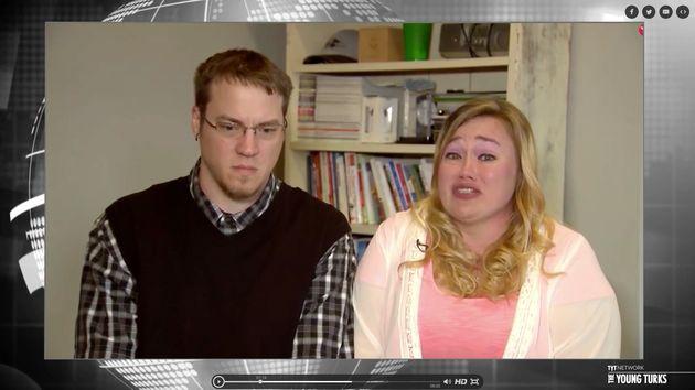 ユーチューバーの両親、子供を罵倒し泣かせる「ドッキリ」動画を相次ぎ投稿⇒2人の子供の親権を失う