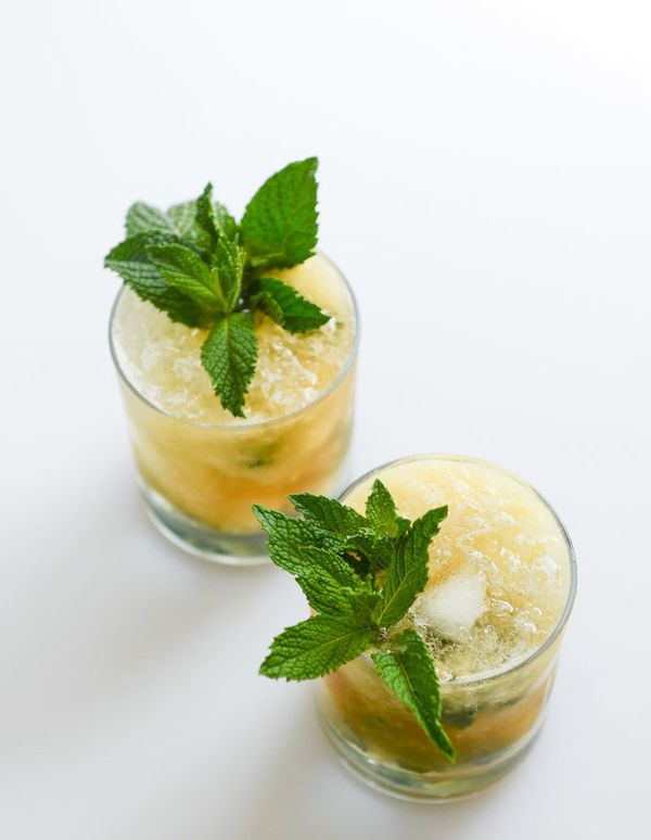 """<strong>Get the <a href=""""http://www.howsweeteats.com/2014/04/pineapple-mint-juleps/#more-38208"""" target=""""_blank"""">Pineapple Min"""