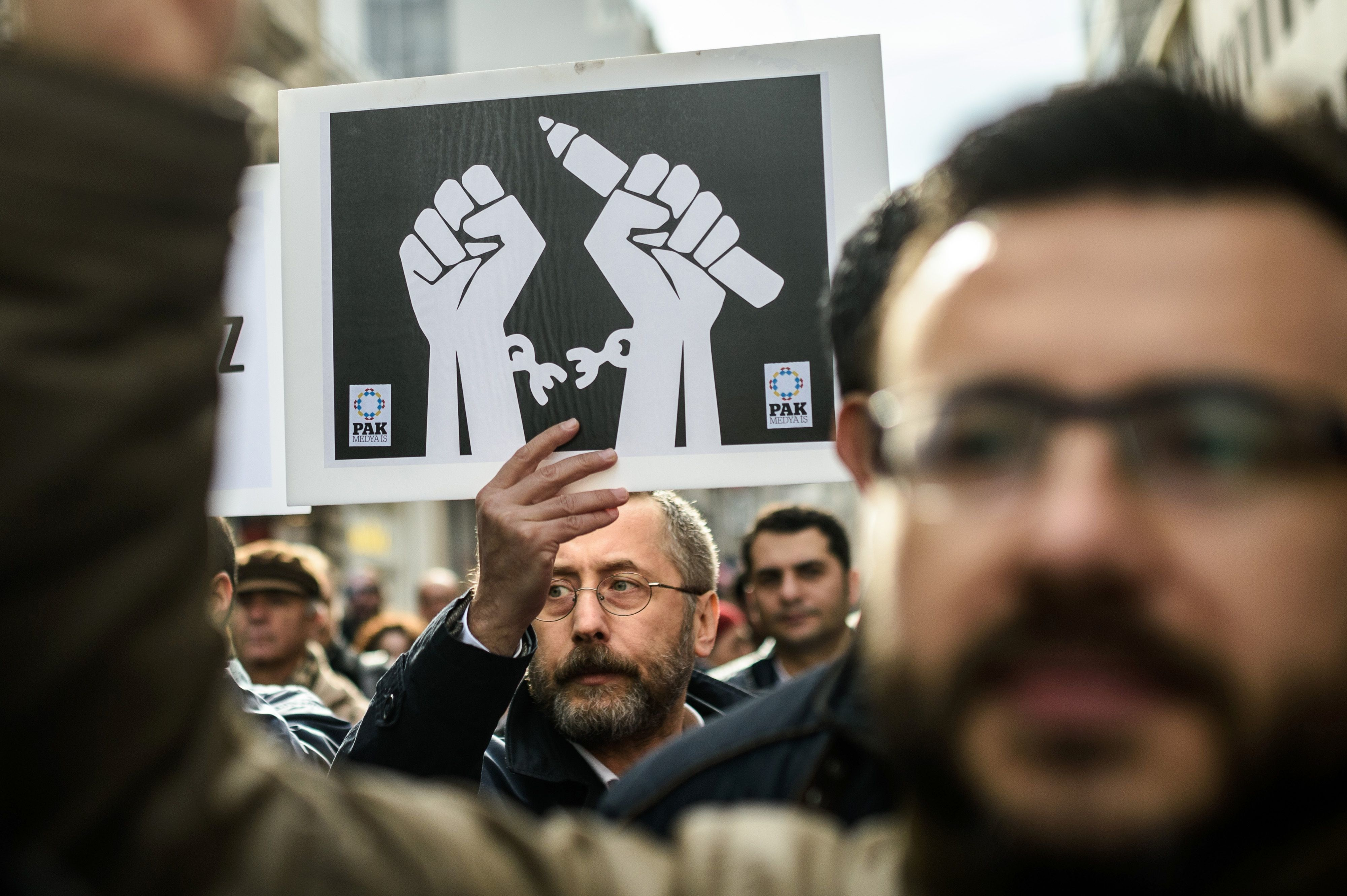 Journalists shout slogans and hold placards on January 10, 2016 during a march marking Journalism Day on Istiklal avenue in Istanbul as they protest against the imprisonment of journalists.   Reporters Without Borders (Reporters Sans Frontieres) has ranked Turkey 149th out of 180 in its 2015 press freedom index in October, warning of a 'dangerous surge in censorship'.  / AFP / OZAN KOSE        (Photo credit should read OZAN KOSE/AFP/Getty Images)