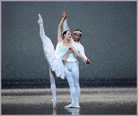 WanTing Zhao and Daniel Deivison-Oliveira in Tomasson's <em>Nutcracker</em>