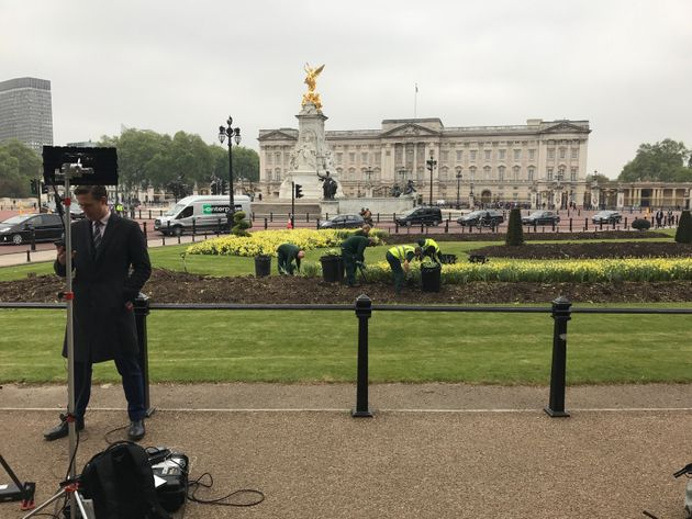The scene from Buckingham Palace around 8am this