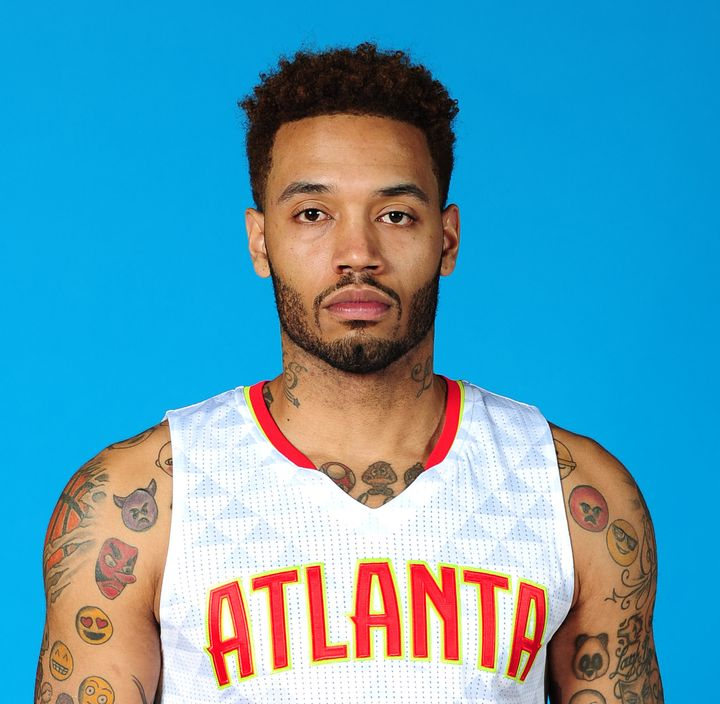 Mike Scott was reportedly not able to get a job in the NBA this year because of uncertainty revolving around his court cast.&