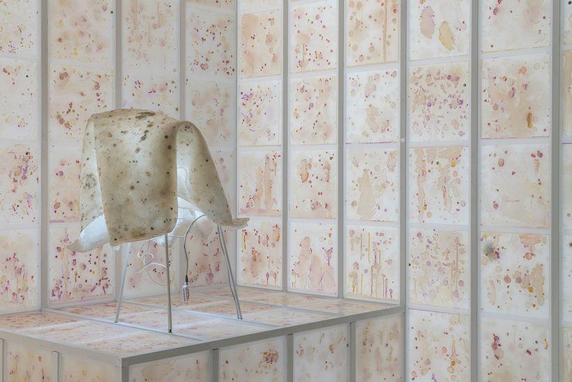 Anicka Yi, <em>Force Majeure</em>, 2017 (detail), plexiglas, aluminum, agar, bacteria, refrigeration system, LED lights, glas
