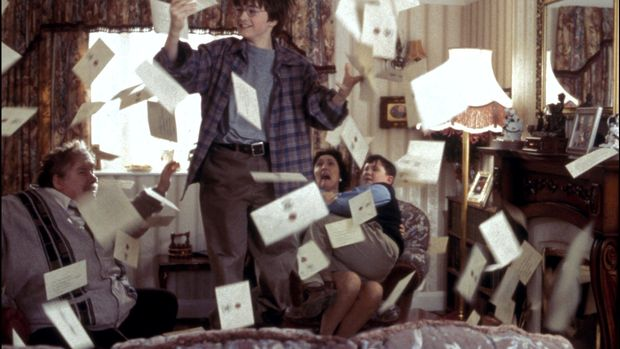 UNITED STATES - NOVEMBER 01:  Film 'Harry Potter and the philosopher's stone' In United States In November, 2001-Harry Potter (Daniel Radcliffe) is showered by letters as the Dursleys (left to right Richard Griffiths as Vernon, Fiona Shaw as Petunia and Harry Melling as Dudley) panic.  (Photo by 7831/Gamma-Rapho via Getty Images)