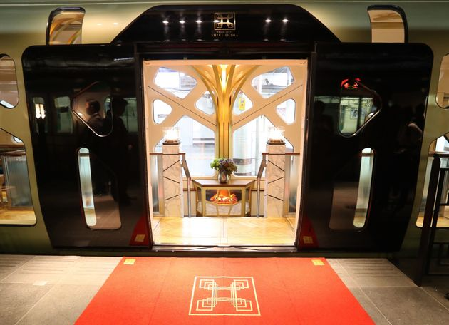 Japan's Shiki-Shima – One Of The World's Most Luxurious Trains – Makes Its Maiden