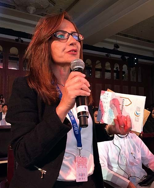 <em>Egyptian journalist Amina Khairy asks tough questions at AMF 2017 (Abu-Fadil)</em>