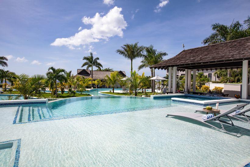 Cliff Hotel Pool