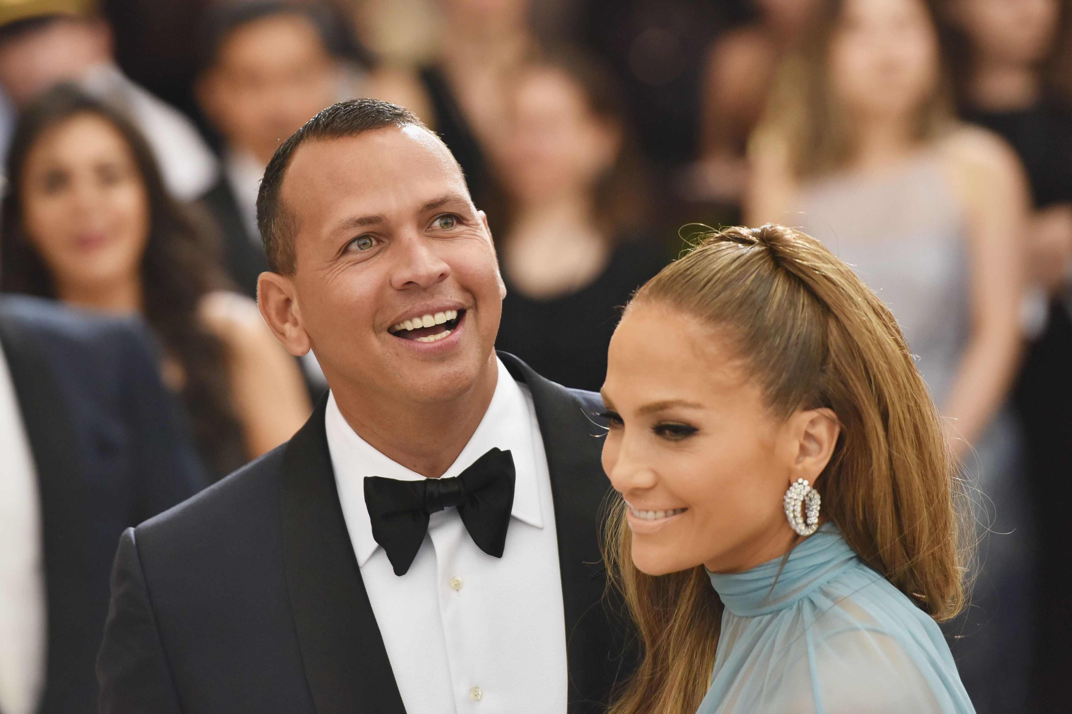 NEW YORK, NY - MAY 01:  Alex Rodriguez and Jennifer Lopez arrive at 'Rei Kawakubo/Comme des Garcons: Art Of The In-Between' Costume Institute Gala at The Metropolitan Museum on May 1, 2017 in New York City.  (Photo by Sean Zanni/Patrick McMullan via Getty Images)