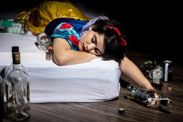 Una fotógrafa representa a las princesas Disney como víctimas de problemas