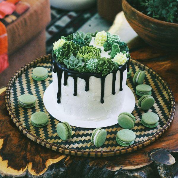 """<i>Dessert by <a href=""""https://leeuwbakeshop.com/"""" target=""""_blank"""">Leeuw Bake Shop</a></i>"""
