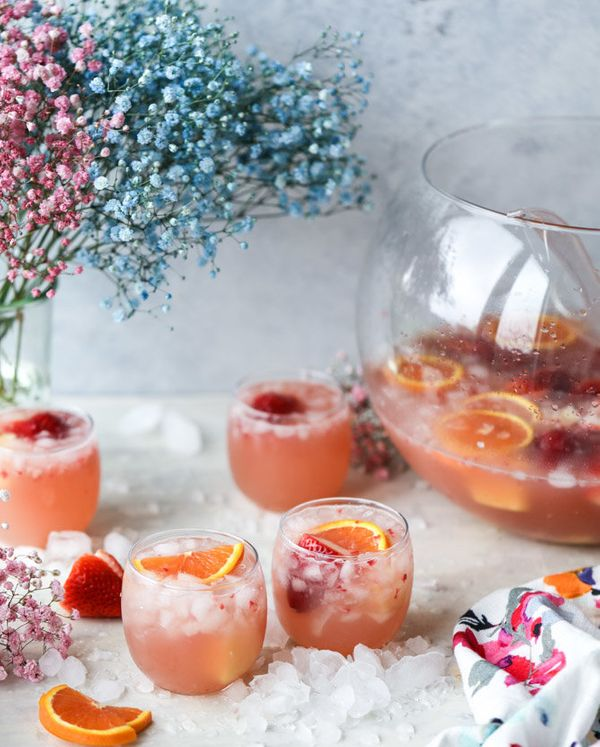 """<strong>Get the <a href=""""http://www.howsweeteats.com/2017/04/strawberry-citrus-easter-punch/"""" target=""""_blank"""">Strawberry Citr"""