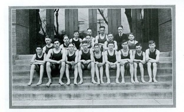Hemingway (second from the left, first row) with his swim team.
