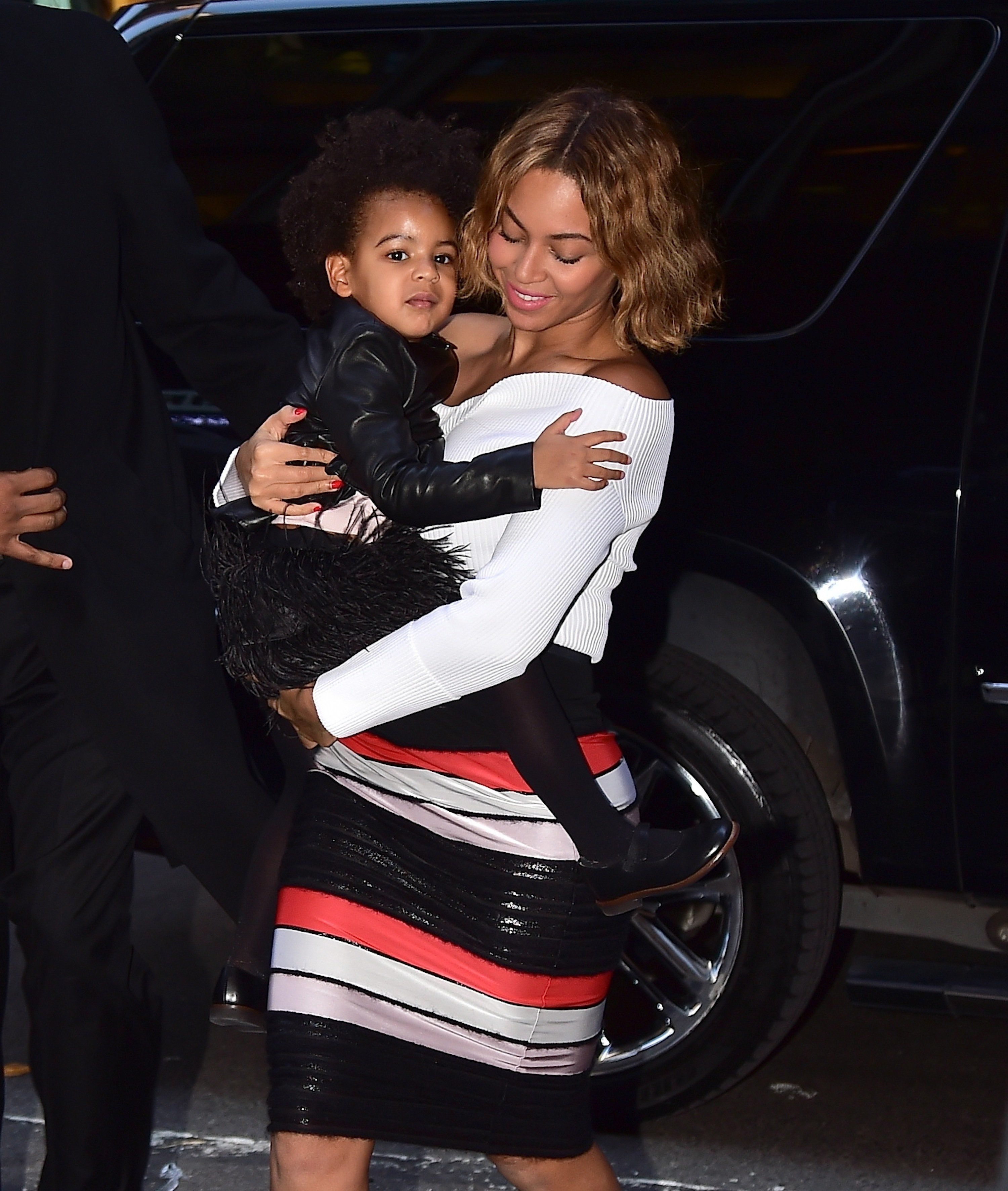 NEW YORK, NY - NOVEMBER 04:  Beyonce Knowles and  Blue Ivy Carter are seen in Midtown on November 4, 2014 in New York City.  (Photo by Alo Ceballos/GC Images)