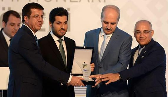 Reza Zarrab awarded the top exporter award by the Turkish Exporters Assembly, June 21, 2015. (photo by Twitter/sedatglmz)