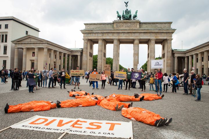 "Fossil Free Berlin protest ""Break Free from Fossil Fuels"" on May 13th at Brandenburger Tor."