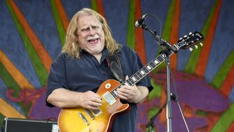 NEW ORLEANS, LA - APRIL 22:  Warren Haynes of Gov't Mule performs during the 2016 New Orleans Jazz & Heritage Festival at Fair Grounds Race Course on April 22, 2016 in New Orleans, Louisiana.  (Photo by Tim Mosenfelder/Getty Images)