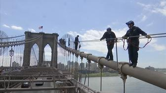 The NYPDs Emergency Service Unit trains for dangerous rescues atop the Brooklyn Bridge