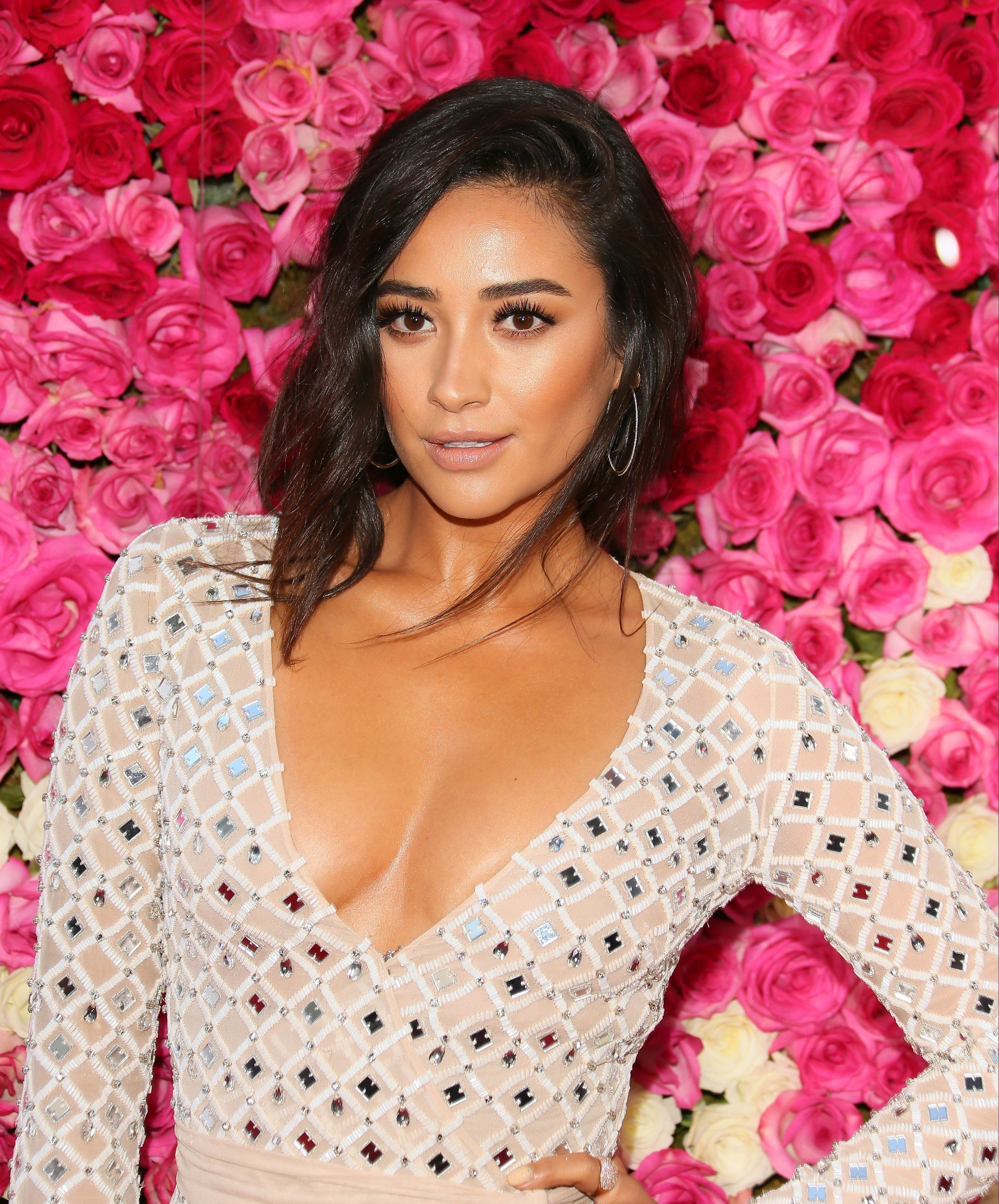 HOLLYWOOD, CA - APRIL 13: Shay Mitchell  attends the Open Roads world premiere of 'Mother's Day' held at TCL Chinese theatre on April 13, 2016 in Hollywood, California. (Photo by JB Lacroix/WireImage)