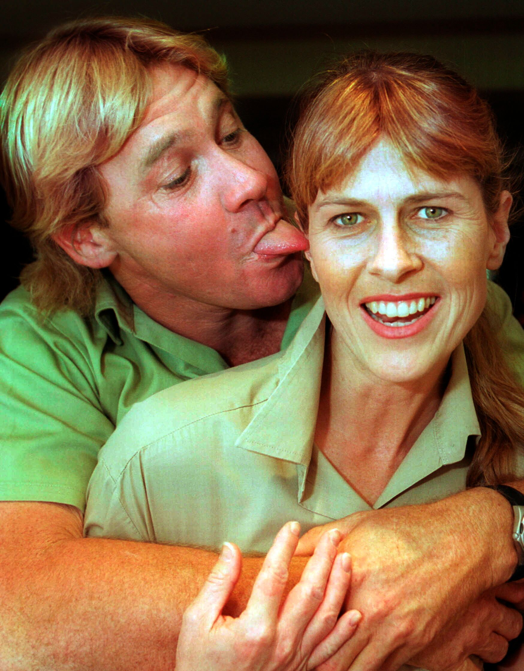 SUNSHINE COAST, AUSTRALIA - SEPTEMBER 10, 2002:  (EUROPE AND AUSTRALASIA OUT) 'Crocodile Hunter' Steve Irwin with his wife, Terri Irwin. (Photo by Newspix/Getty Images)