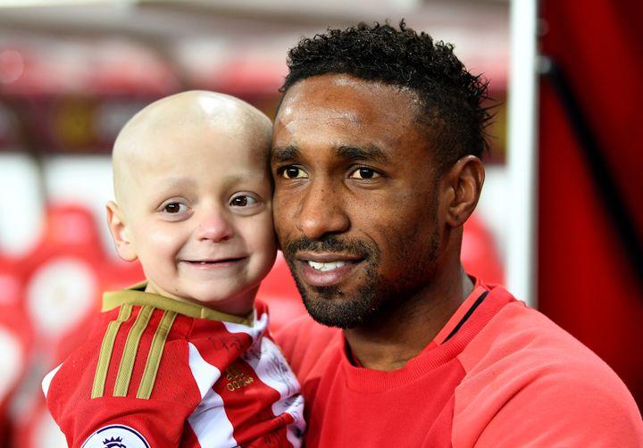 """<a href=""""http://www.huffingtonpost.co.uk/entry/bradley-lowery-jermain-defoe-england-wembley_uk_58d80d63e4b02a2eaab50168"""" target=""""_blank"""" role=""""link"""" data-ylk=""""subsec:paragraph;g:a8dcb926-d7aa-319a-acab-bb48aaa6af99;itc:0;cpos:__RAPID_INDEX__;pos:__RAPID_SUBINDEX__;elm:context_link"""">Bradley Lowery</a> with Jermain Defoe"""