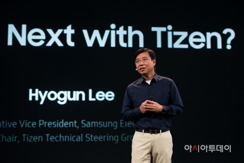 Hyogun Lee, Executive Vice President of the Visual Display Business at Samsung Electronics, presented the vision of Tizen to