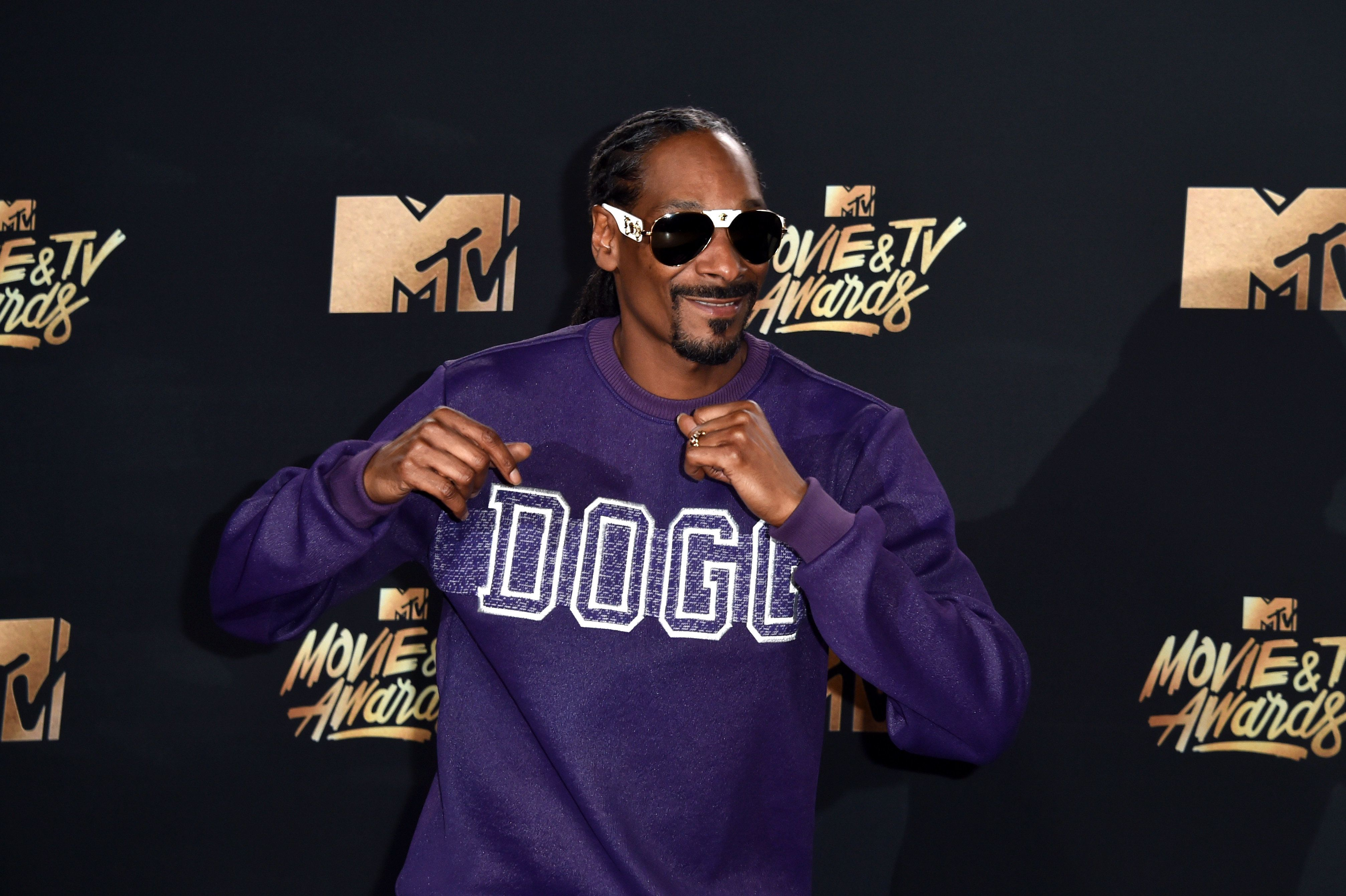 LOS ANGELES, CA - MAY 07:  Snoop Dogg poses in the press room during the 2017 MTV Movie And TV Awards at The Shrine Auditorium on May 7, 2017 in Los Angeles, California.  (Photo by Alberto E. Rodriguez/Getty Images)