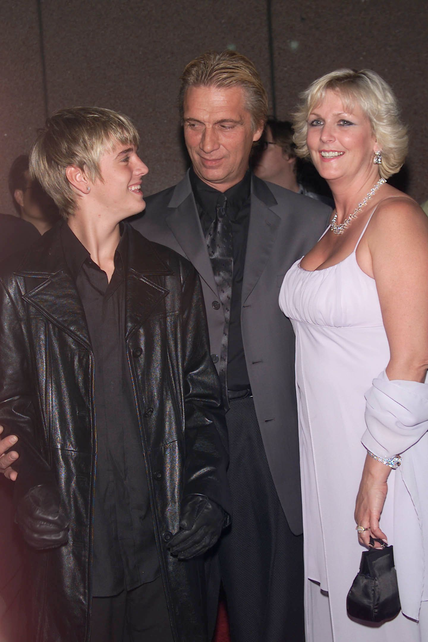 Aaron Carter with his parents Bob and Jane Carter at the Michael Jackson: 30th Anniversary Celebration, The Solo Years at Madison Square Garden in New York City. 9/7/2001. Photo: Evan Agostini/ImageDirect