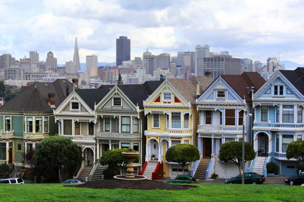 Median home price: $1,296,916<br>Median salary:$92,501<br>Salary needed with a10 percent down payment: $215