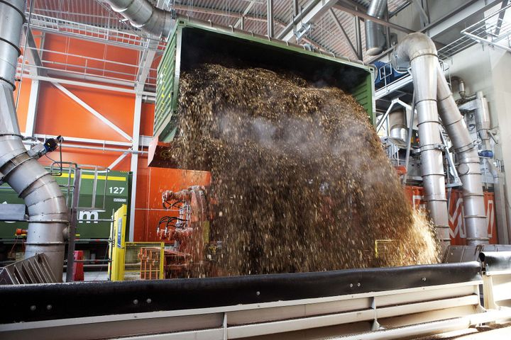 Unloading wood chip fuel for the Värtaverket combined heat and power district heating plant in Stockholm.