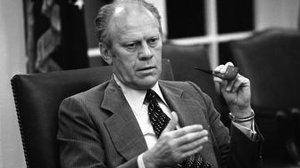 "Former U.S. President Gerald R. Ford makes a point at a National Security Council meeting during the Mayaguez crisis at the White House in Washington in this May 13, 1975 file photo. Ford has been admitted August 15, 2006 to the Mayo Clinic in Minnesota for ""testing and evaluation"", his office said in a statement. EDITORIAL USE ONLY  BW ONLY  REUTERS/Courtesy Gerald R. Ford Library/David Hume Kennerly/White House Photograph/Handout  (UNITED STATES)"