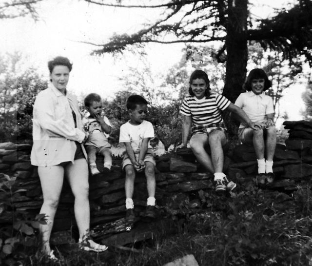 Viola Liuzzo with children, left to right, Tony, Tommy, Penny and Mary on their way to visit family in Pennsylvania for summe