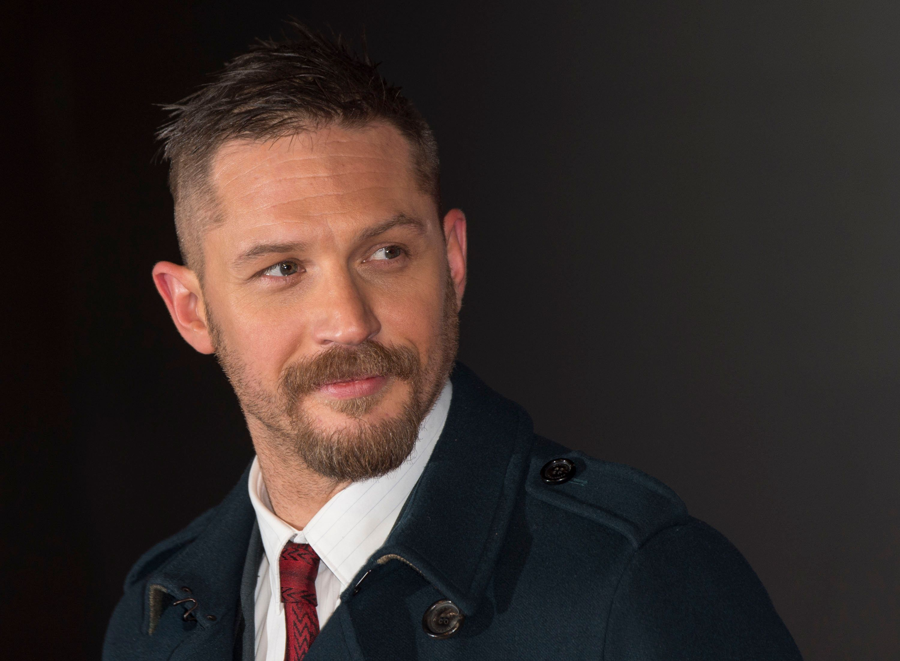 LONDON, ENGLAND - JANUARY 14:  Tom Hardy attends UK Premiere of 'The Revenant' at Empire Leicester Square on January 14, 2016 in London, England.  (Photo by Mark Cuthbert/UK Press via Getty Images)