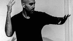Este é Douglas Ridoff, o homem que usa a linguagem dos sinais para fazer slams de