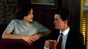 TWIN PEAKS - Gallery - Shoot Date: November 20, 1989. (Photo by ABC Photo Archives/ABC via Getty Images) SHERILYN FENN;KYLE MACLACHLAN