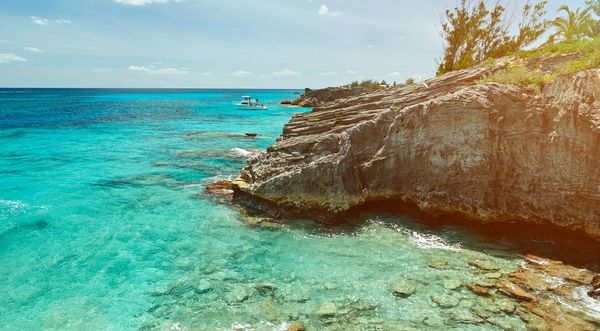 "If the Caribbean is too much of a haul, try Bermuda on for size. Just <a href=""http://www.huffingtonpost.com/2015/01/09/trave"