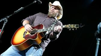 AUSTIN, TEXAS - OCTOBER 16:  Toby Keith performs in concert at Austin360 Amphitheater on October 16, 2016 in Austin, Texas.  (Photo by Gary Miller/Getty Images)