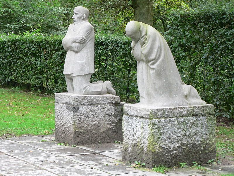 Käthe Kolwitz, 2006.    <em>The Grieving Parents</em>, a memorial to Kollwitz' son Peter.