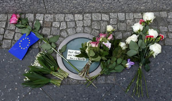 Flowers in front of the British Embassy in Berlin for the victims of the Manchester attack.