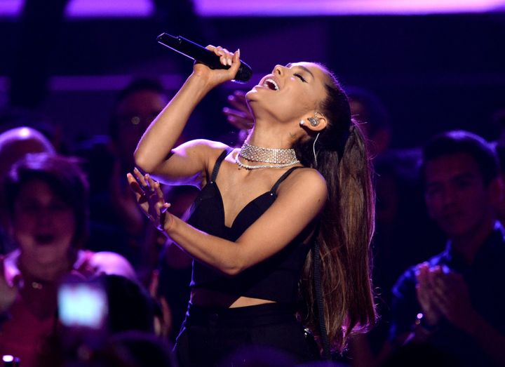15 beautiful things that happen at an ariana grande concert huffpost m4hsunfo