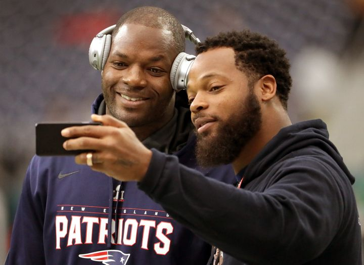 Michael Bennett poses with former Patriots tight end and younger brother, Martellus (left), before the Super Bowl in Feb