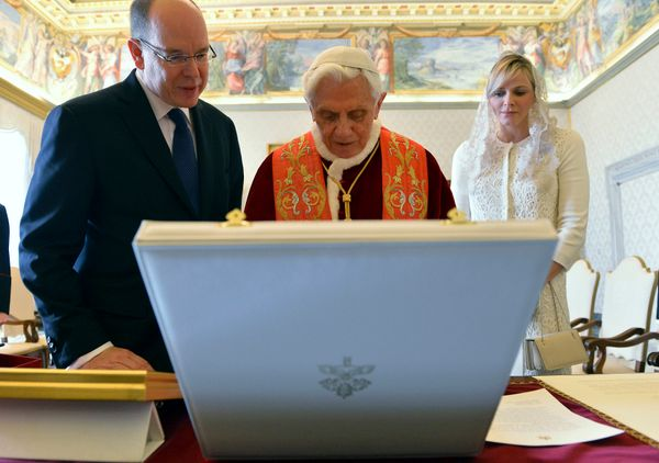 Historically, the wife of the prince of Monaco does not have the privilège du blanc -- but after Charlene wore white t